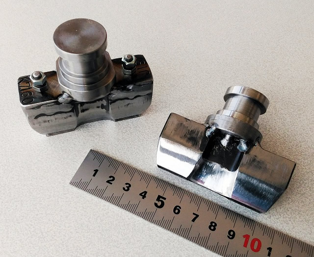 JIS K7160試験片抜刃と素材吐き出しタイプ上部と横から
